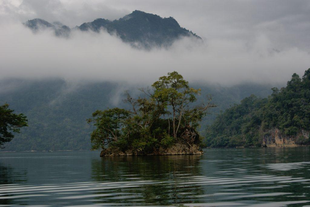 Hồ Ba Bể ngày không nắng