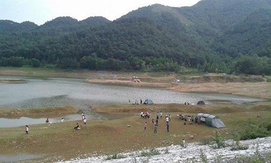 Núi Hàm Lợn thích hợp cho mọi người cắm trại