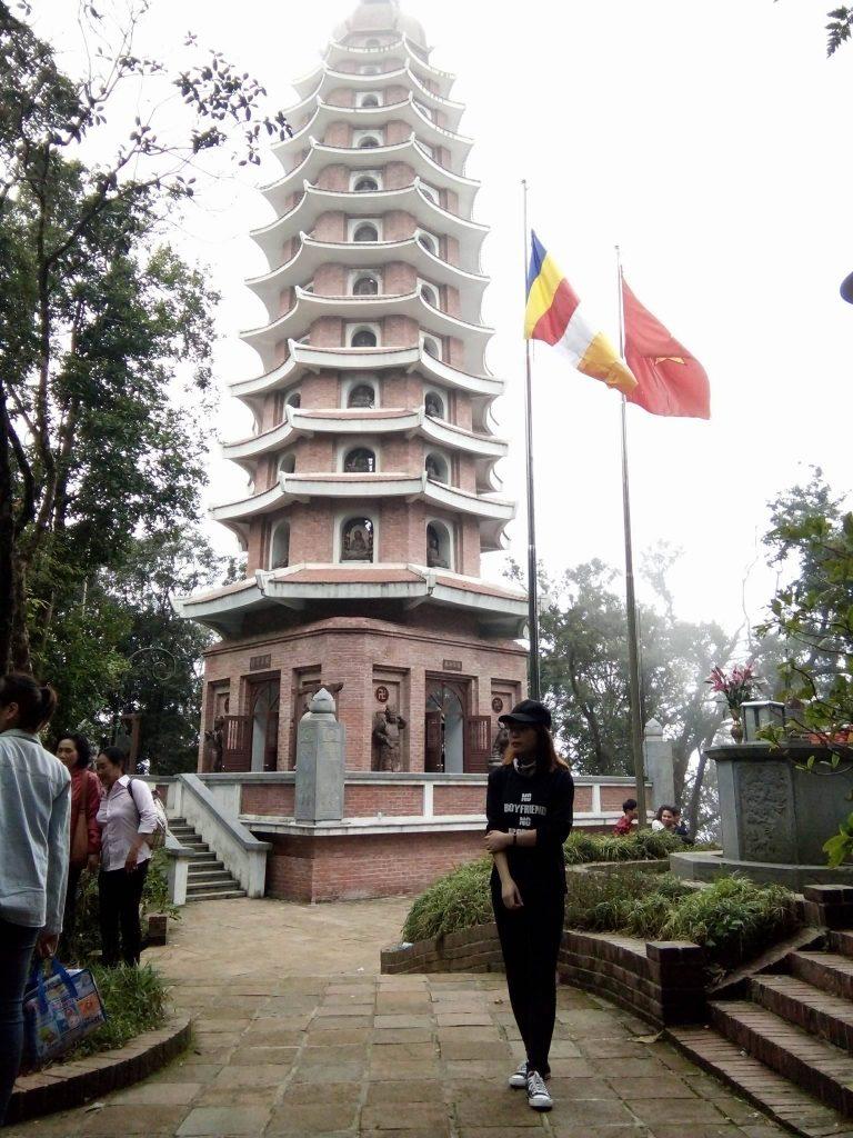 Tháp Báo Thiên trên đỉnh núi Ba Vì