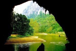 Động Puông trong vườn quốc gia Ba Bể