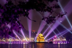 Hồ Gươm lung linh về đêm
