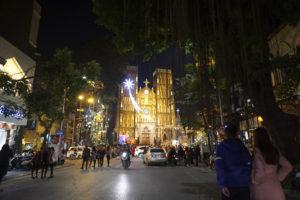 Nhà thờ lớn Hà Nội về đêm lung linh