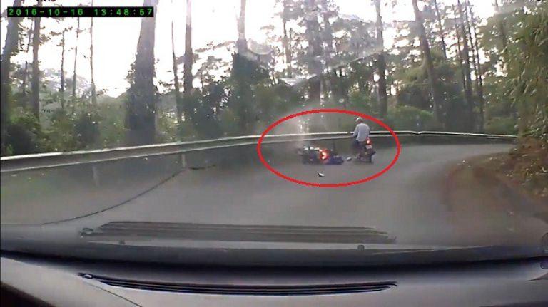 Tai nạn liên quan đến xe tay ga khi đổ đèo