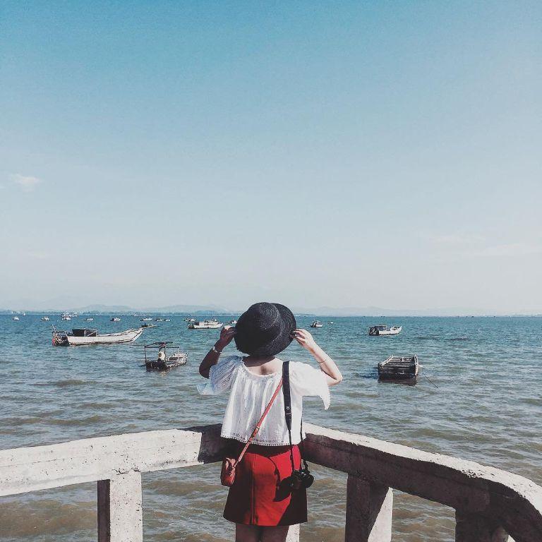 đi tàu cao tốc thì bạn sẽ xuất phát ở cảng Hà Tiên hoặc cảng Rạch Giá và đi đến cảng Hàm Ninh hoặc cảng Đá Chồng
