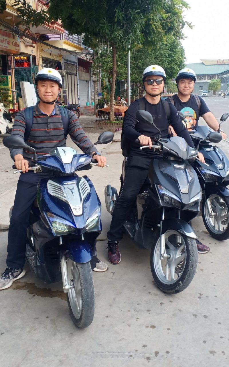 Khách thuê xe máy