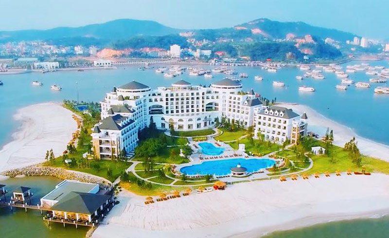Vinpearl Ha Long Bay Resort với kiến trúc sang trọng và nhiều dịch vụ tiện ích