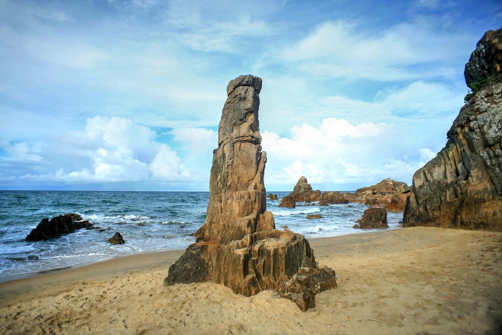 Bãi đá nhảy hoang sơ kỳ bí