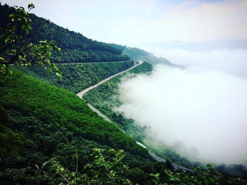 Đón gió săn mây trên cung đường đẹp bậc nhất miền Trung