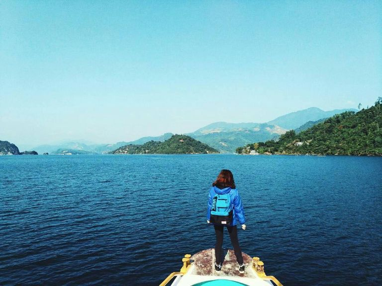 đi thuyền ở Thung Nai