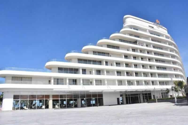 khách sạn giống hình chiếc thuyền