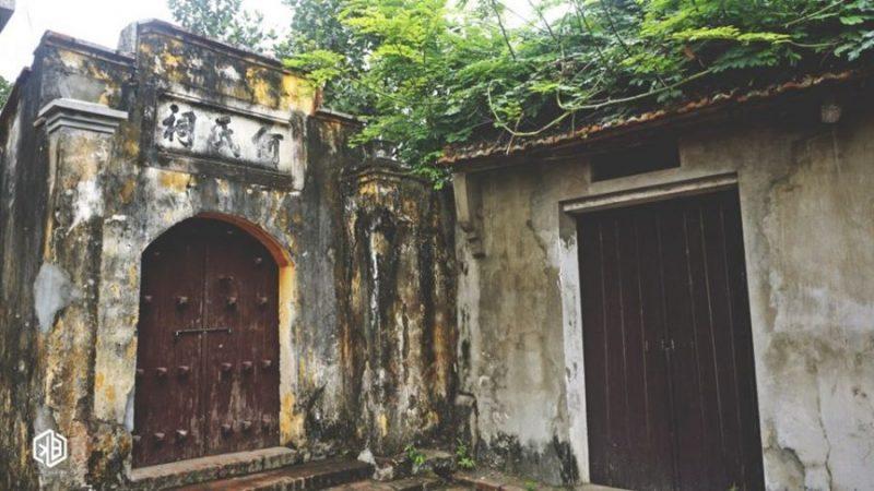 Cổng nhà cổ khu Đường Lâm