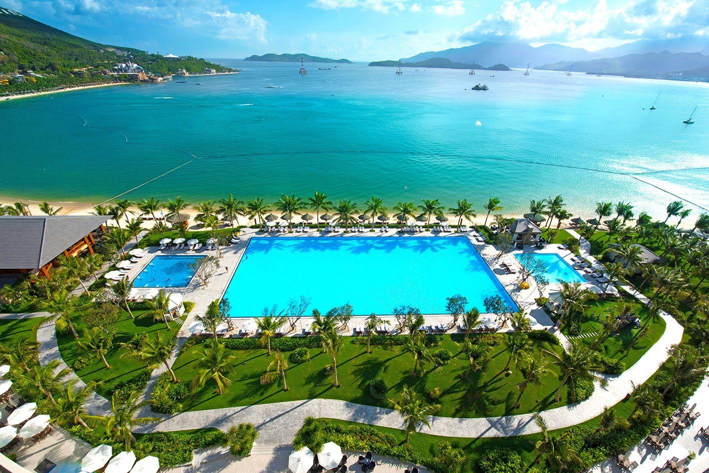 Khung cảnh vừa hiện đại vừa thơ mộng với thiên nhiên của Vinpearl Bay Resort & Villas