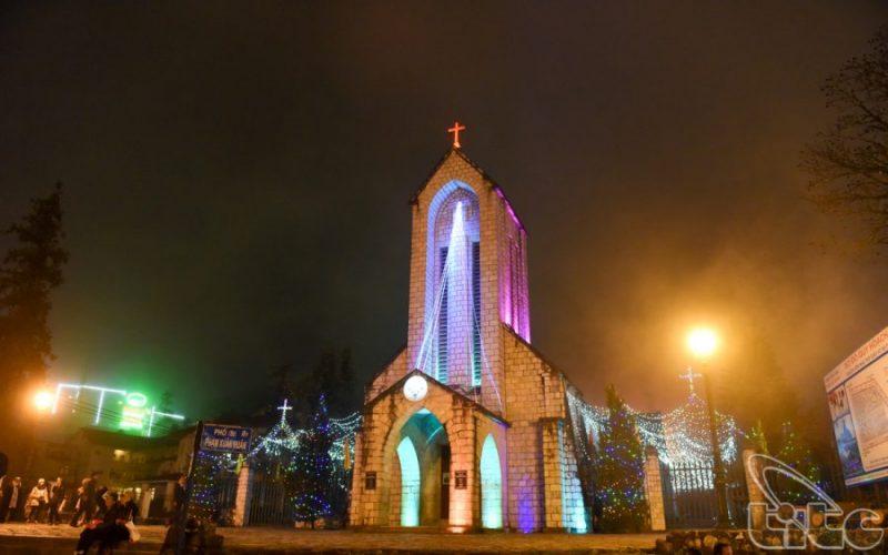 Nhà thờ đá về đêm