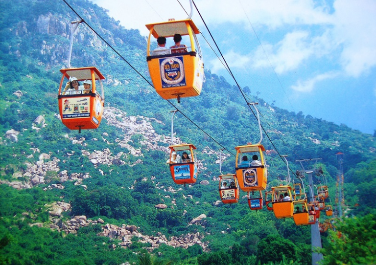 Hệ thống cáp treo tại khu du lịch Hồ Mây tiên tiến và hiện đại nhất Việt Nam