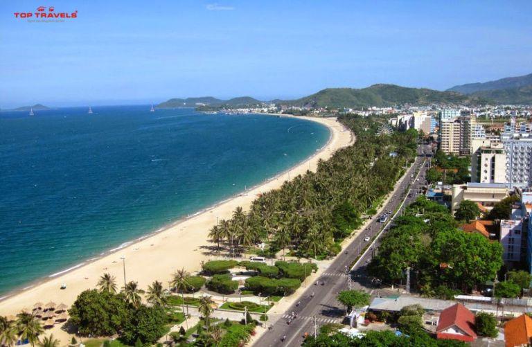 Bãi tắm đường Trần Phú là bờ biển nằm trong trung tâm thành phố