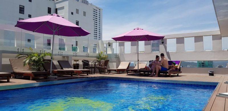 hồ bơi Khách sạn Bonjour Nha Trang
