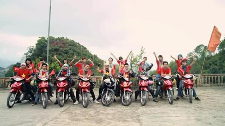 Đoàn khách thuê xe máy tại Cam Ranh