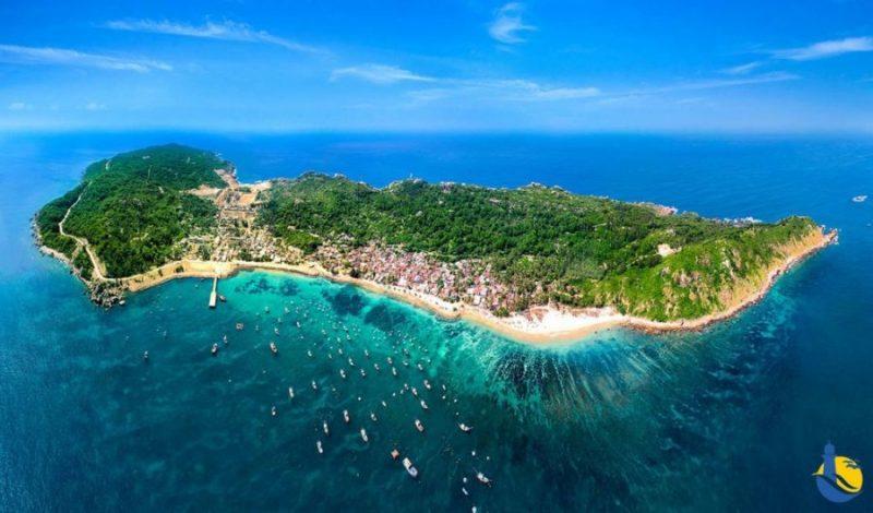 Nếu bạn đang có dự định dành thời gian nghỉ ngơi quý báu của mình tại một trong những bãi biển đẹp nhất của Việt Nam thừ đừng bỏ qua Cù Lao Xanh Quy Nhơn