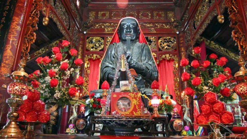 tượng đồng đen Đền quán Thánh