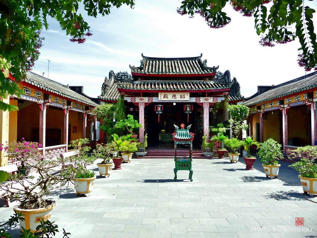 Cổng vào Hội quán Hải Nam - Hội An