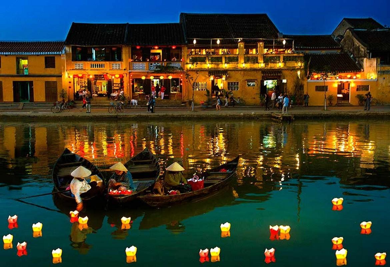 Sông Hoài Hội An lấp lánh ánh đèn vào dịp lễ, tết