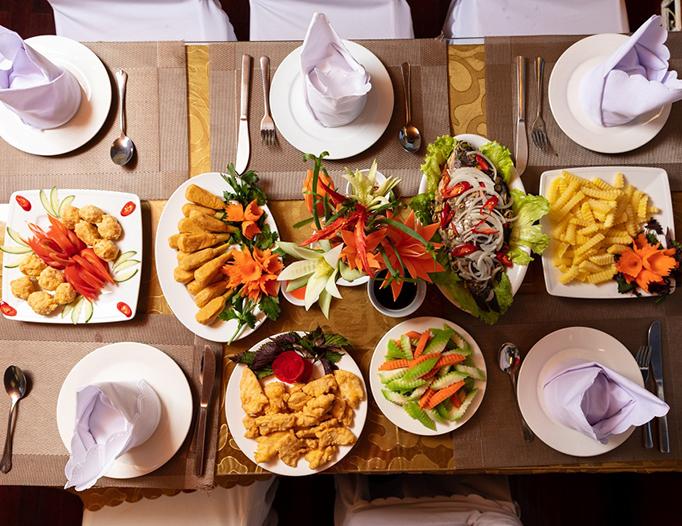 đồ ăn trên thuyền