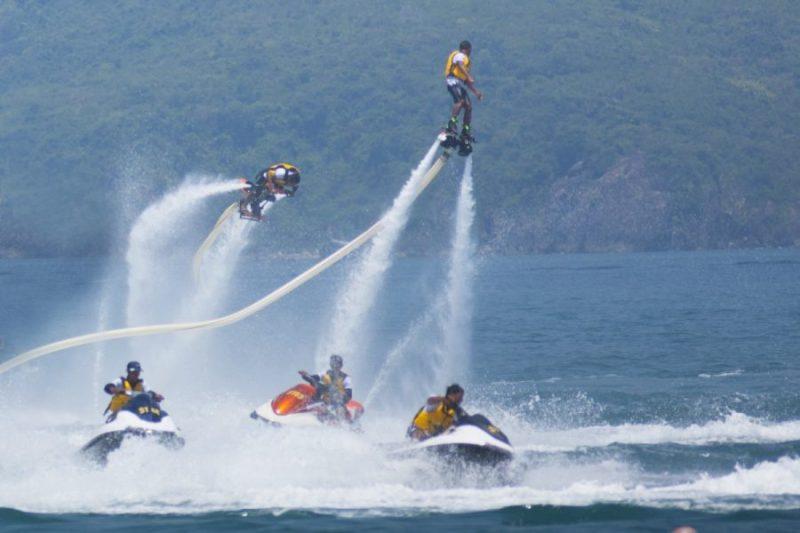 Flyboard, moto nước