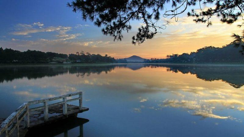 hoàng hôn bên hồ xuân hương