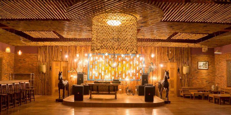 Không gian nhà hàng tại Blue Shell Resort