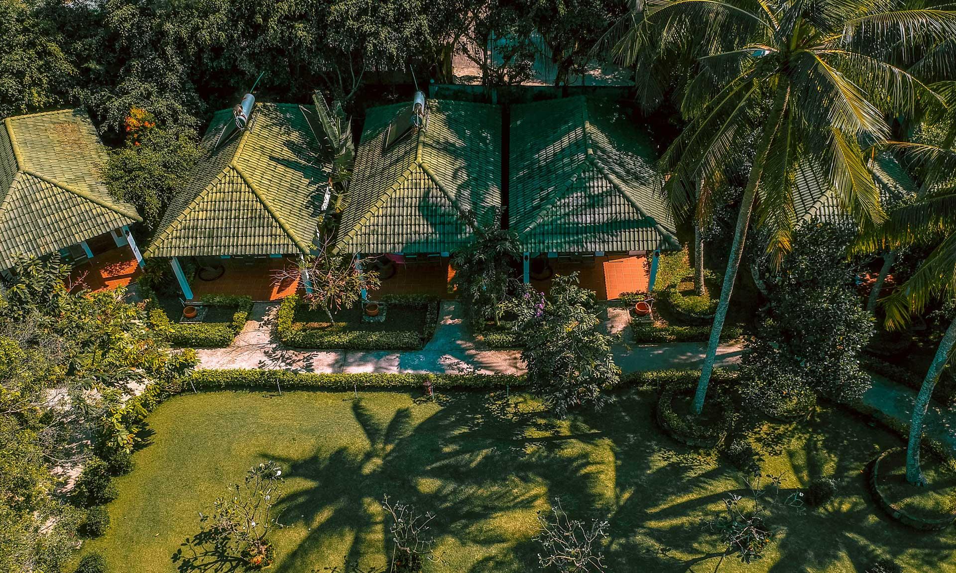 View garden xanh mát, mang phong cách miền nhiệt đới sôi động