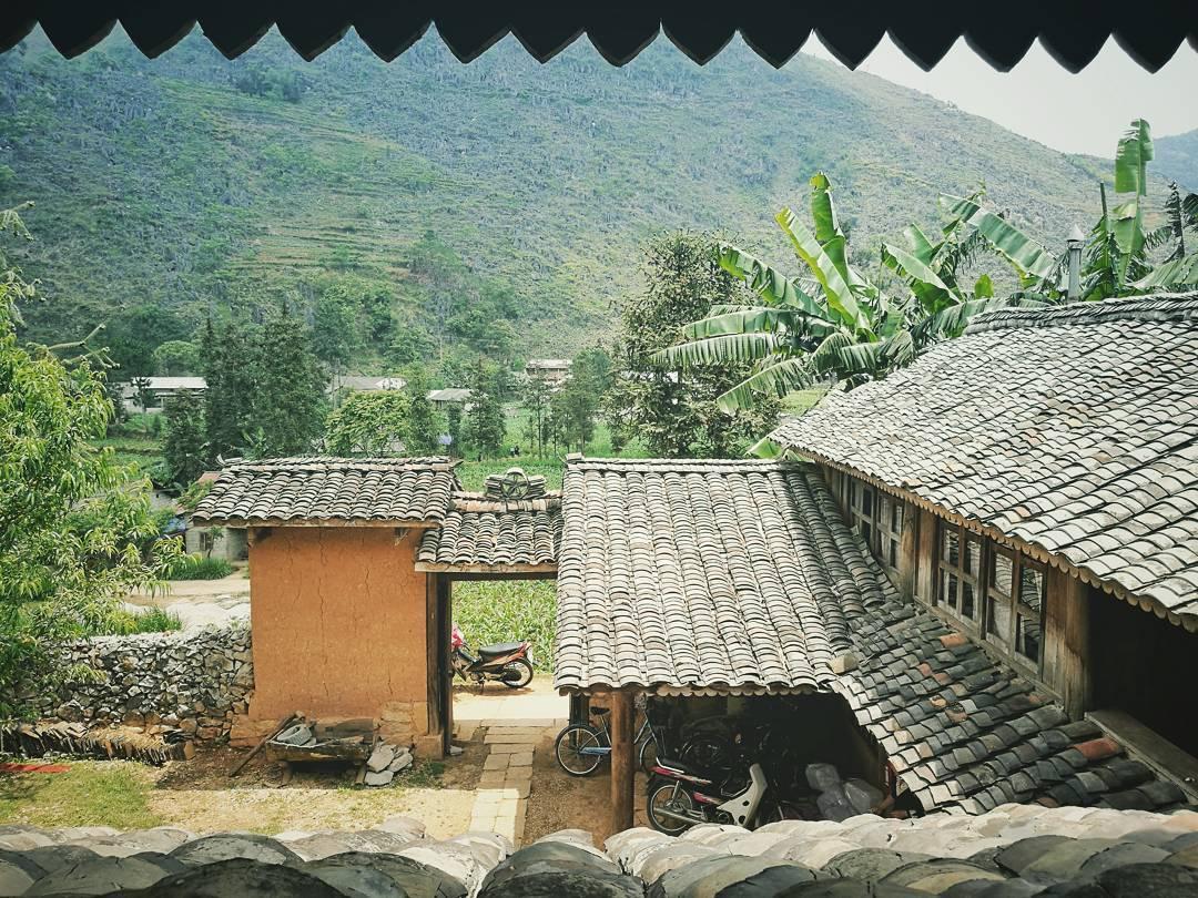 View cực đẹp ra khung cảnh núi rừng, đồng ruộng bao la từ Chang Village Homestay
