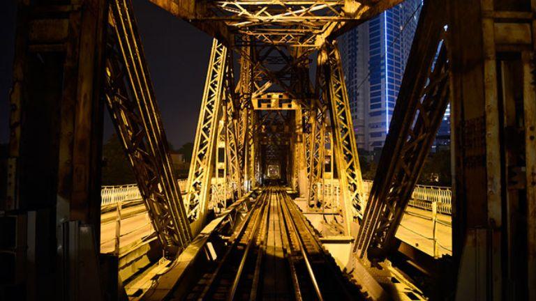 Phượt đêm trên cầu Long Biên