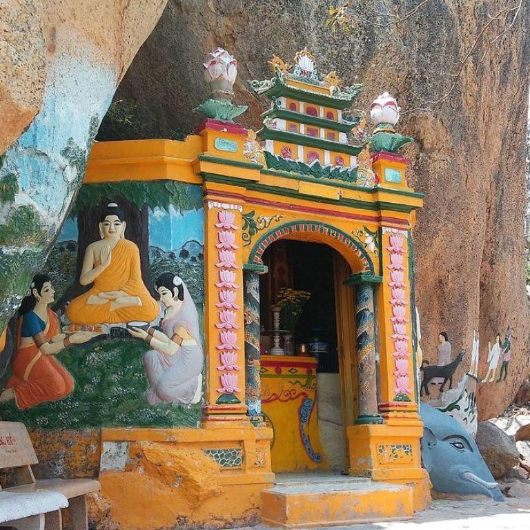hang thờ Phật Mẫu Chuẩn Đề