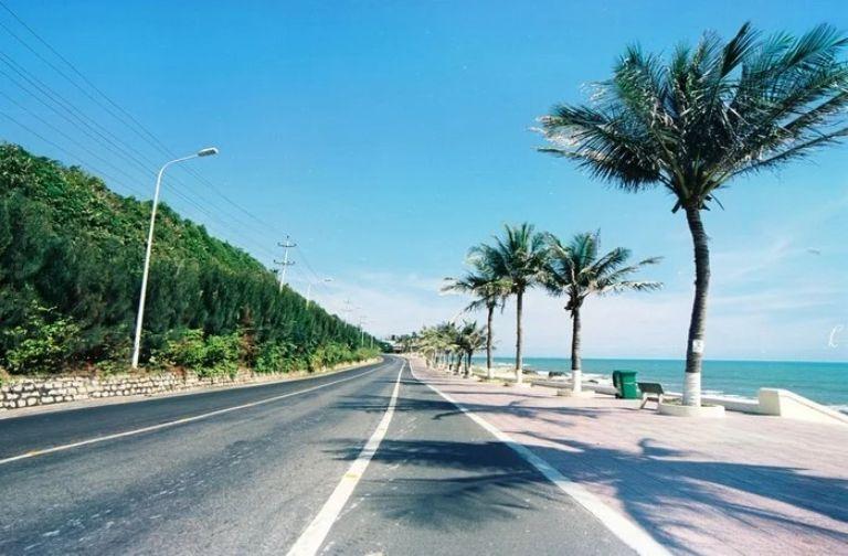 Các cung đường ven biển như: Bà Rịa Vũng Tàu - Bình Thuận