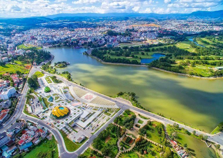 Toàn cảnh quảng trường Lâm Viên hồ Xuân Hương Đà Lạt