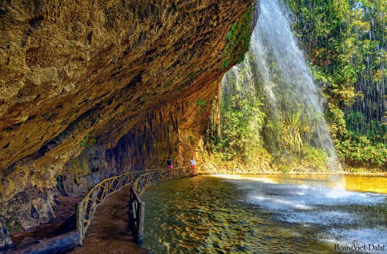 khung cảnh ở thác Voi Đà Lạt