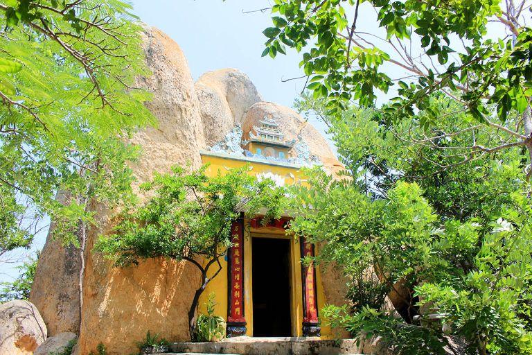 chùa hang