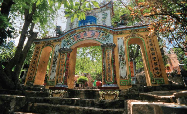 Cổng tam quan chùa Cổ Thạch