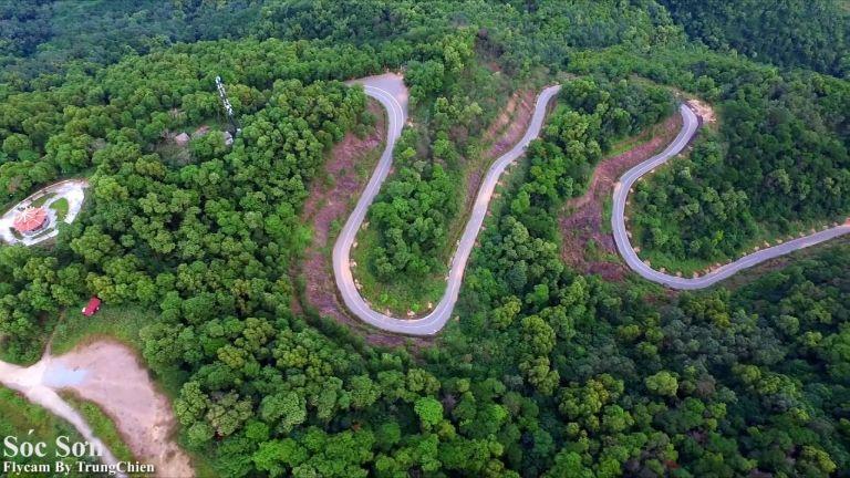 Con đường đi vào đền Gióng