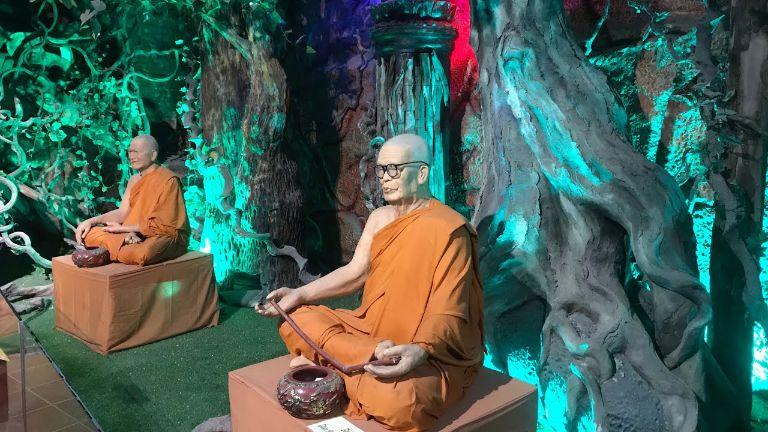 tượng sáp của chùa Ve Chai