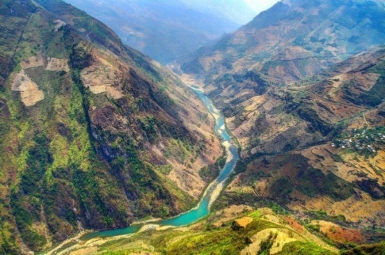 Dòng sông Nho Quế nhìn từ trên cao