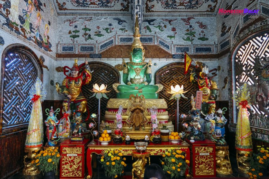 Tượng phật ngọc của chùa Ve Chai