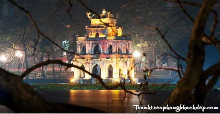 Đêm Hà Nội thì không thể thiếu vẻ đẹp tháp Rùa.