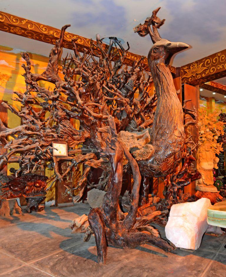 Khổng Tước Vương bằng gỗ Sao lớn nhất Việt Nam
