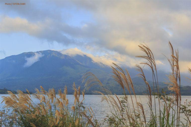 Hồ Rào Quán được các dân phượt đánh giá là nơi ngắm cảnh bình minh rất tuyệt.
