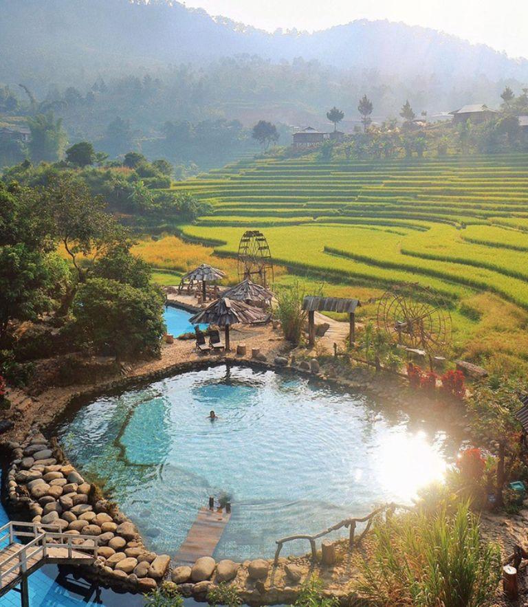 Tầm chiều có thể tắm suối nước nóng ( cách trung tâm Thị xã Nghĩa Lộ khoảng 3km theo ướng Nghĩa Lộ - Mù Cang Chải ).