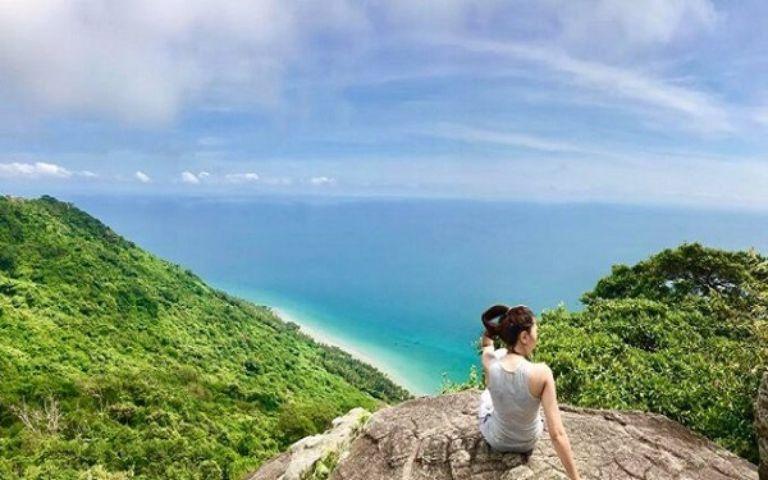 Ngoài ra bạn đừng quên những địa điểm khác như: đỉnh núi Ma Thiên Lãnh hùng vĩ, ở đây có sân Tiên với góc nhìn ra biển rộng.