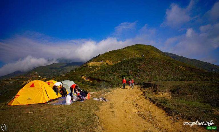 Bạn có thể cắm trại ở Tà Xùa để sáng hôm sau ngắm mây cho tiện