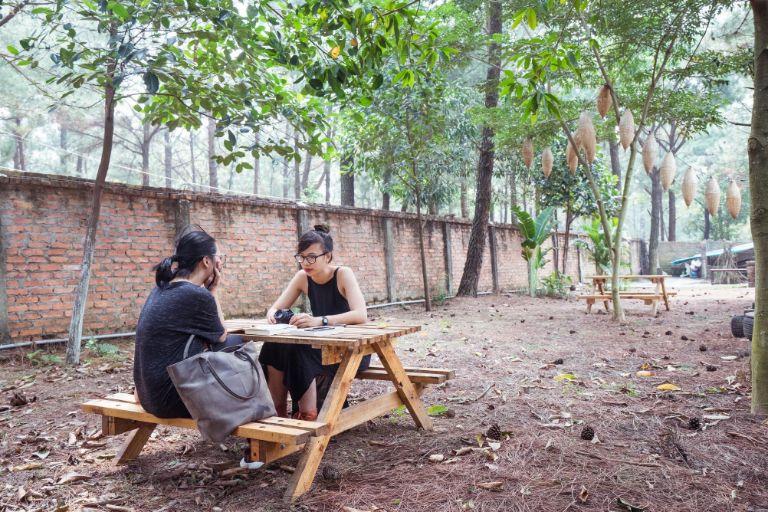 Vườn Quả Villa là một trong số những homestay - biệt thự gần với trung tâm Hà Nội. Những căn biệt thự sẽ được đặt kế bên rừng thông của khu du lịch Thiên Phú Lâm; cách khoảng 40km ( 1 tiếng chạy xe ).