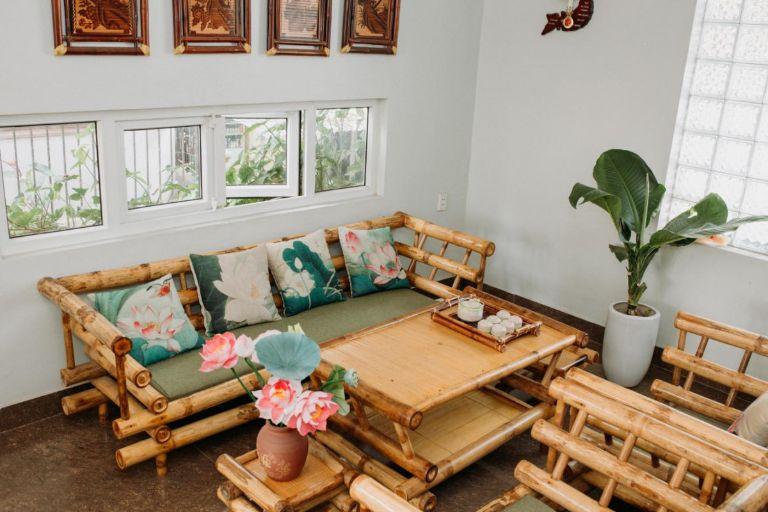Bamboo Homestay nguyên cănngay trung tâm thành phố Huế thích hợp cho các nhóm bạn và gia đình với số lượng lớn lên đến 20 người với các phòng có ban công rộng và thoáng mát.